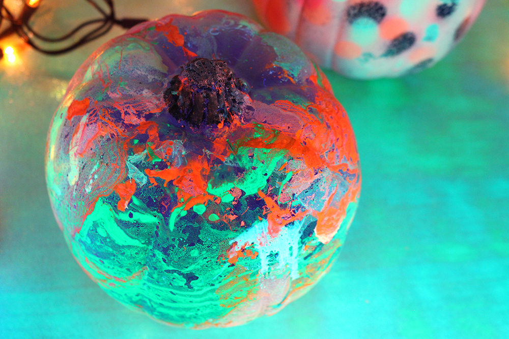glow-marbled-pumpkin-3